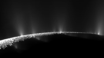 'Snow-Cannon' Makes Saturn's Super-Reflector Moons Shine