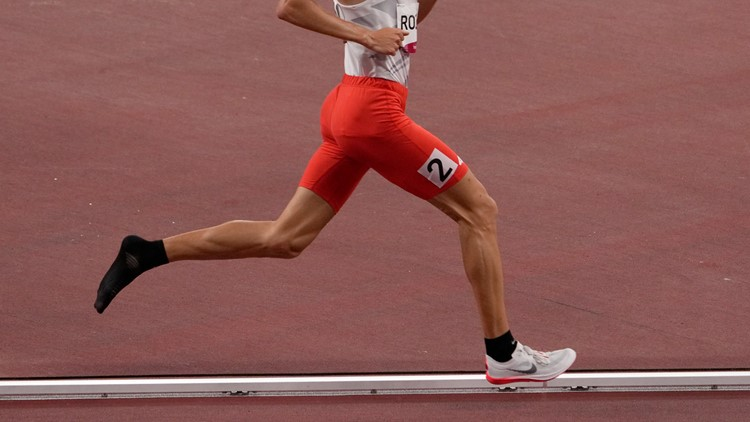Olympic runner loses shoe, still finishes 1,500-meter race
