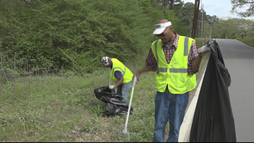 'I'm giving back and making money': Homeless begin job picking up trash in Arkansas
