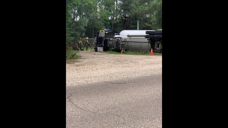 overturned propane truck blocks traffic near US-190