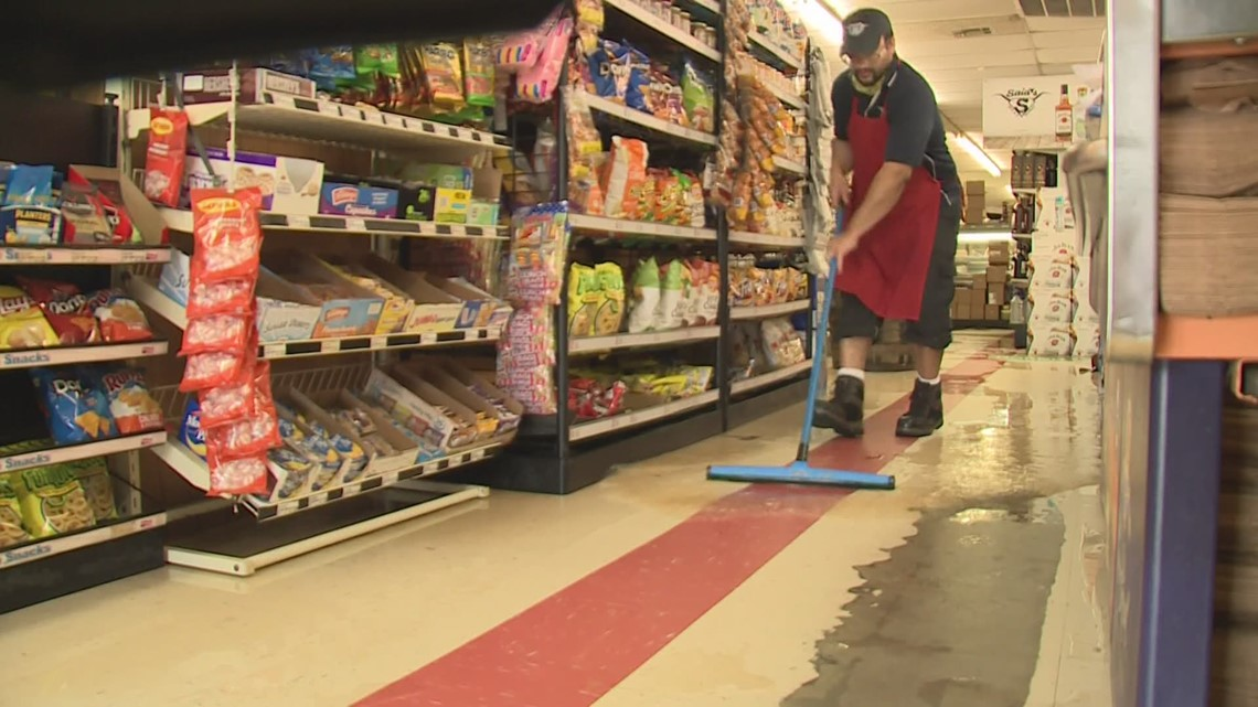Flooding on Hwy 190 in Mandeville gets water into businesses
