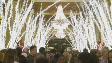 Holiday light display at Roosevelt hotel in New Orleans