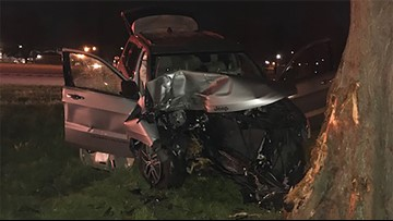 One killed after car crashes into tree off I-10 East in Kenner