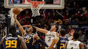 Davis sits with elbow sprain, Jazz blast Pelicans for first loss