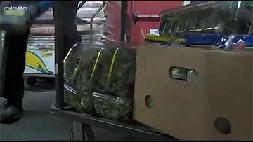 Grocers pull romaine lettuce from shelves