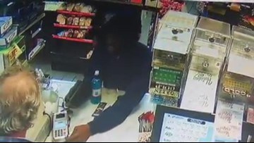 Video: Gunman holds up Laplace convenience store
