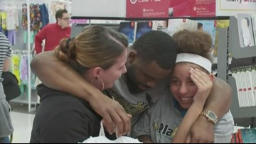 Mark Ingram buys Christmas presents for young Saints fans