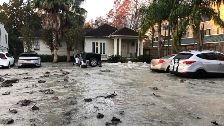 Rushing water turns streets to rivers in Uptown New Orleans