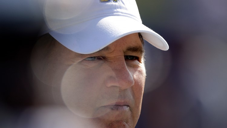 Les Miles offered secret settlement to LSU student, Advocate reports