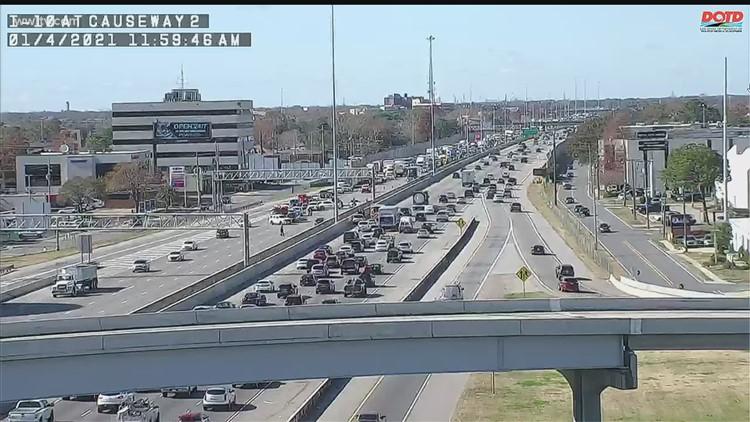 Man trying to cross I-10 near Causeway Blvd. struck by 2 cars, dies