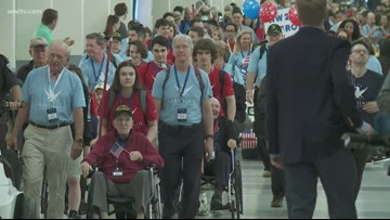 High school student join WWII vets to tour WWII museum