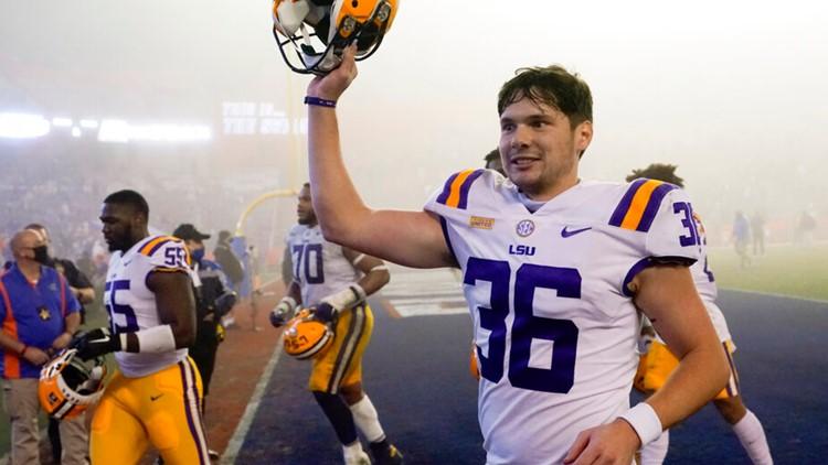 LSU stuns Florida in the fog, 37-34