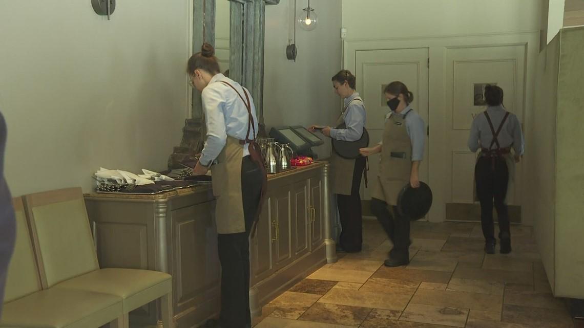 Restaurant worker shortage continues