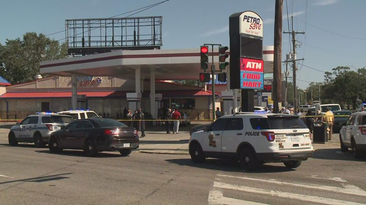 Man dead after shooting near busy intersection of Gentilly Blvd., Elysian Fields Ave.