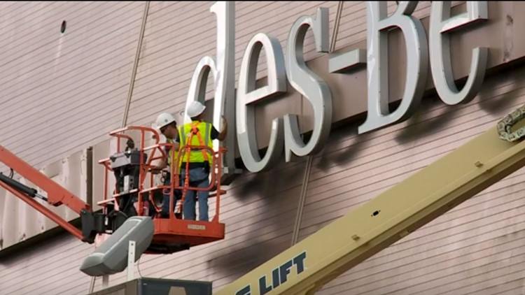 Superdome crews remove Mercedes-Benz signage