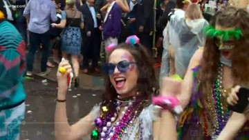 Bourbon Street heats up ahead of Mardi Gras day in New Orleans