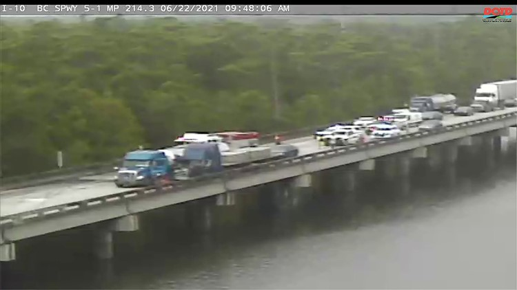 I-10 East closed after multiple 18-wheelers crash on Bonnet Carre Spillway bridge