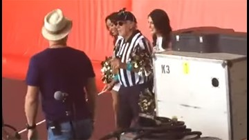 Jimmy Buffet dresses as blind referee for set at Jazz Fest