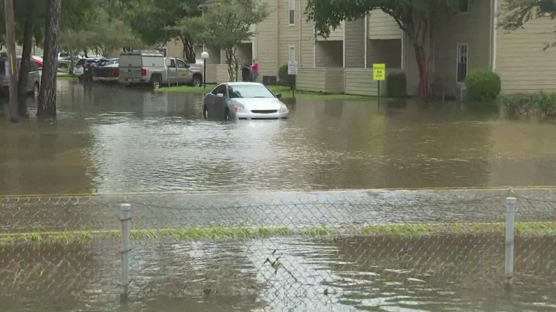 Mandeville floods with intense rain Tuesday