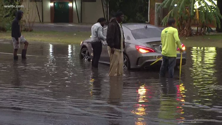 Streets flood around New Orleans as thunderstorm rolls through
