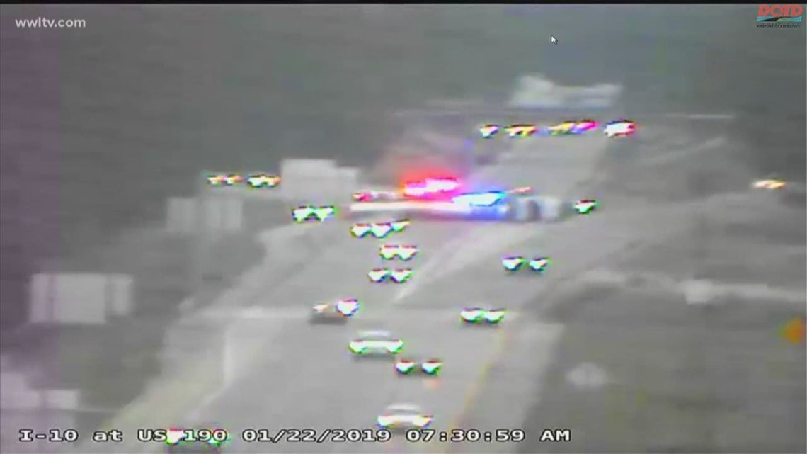 Overturned 18-wheeler closes parts of I-10 in Slidell