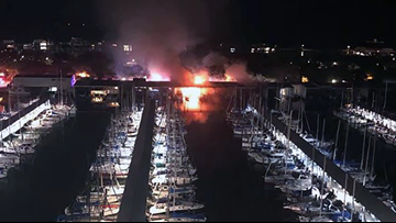 House boat fire lights up West End Marina