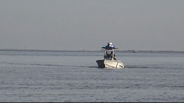 Search suspended for 2 people after vessel capsized in Mississippi River