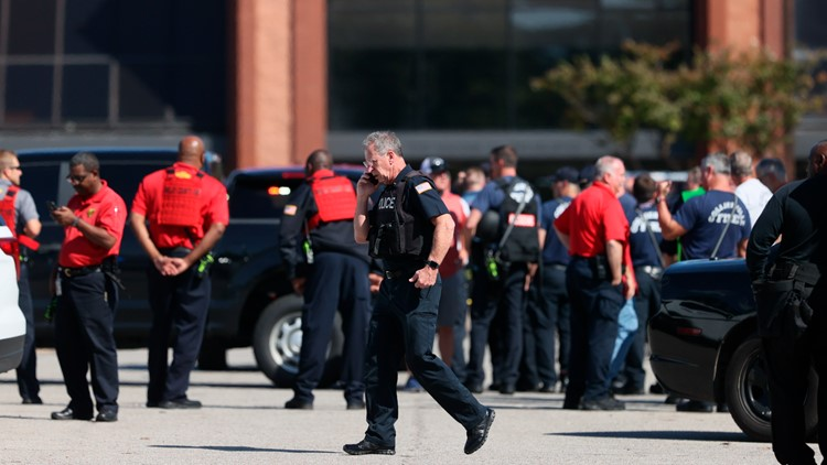 Police: 1 dead, 12 wounded in Tennessee Kroger shooting; shooter dead