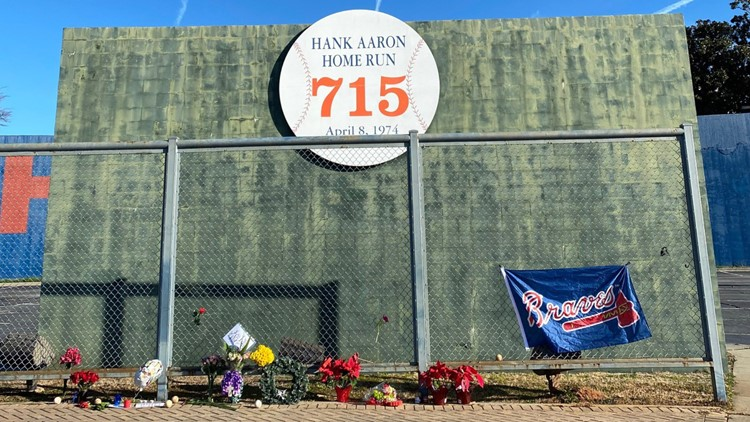 Hank Aaron's death prompts call to change name from Braves to Hammers
