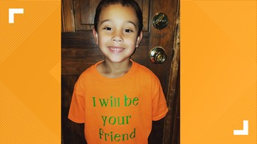 Elementary schooler's 'I will be your friend' shirt brightens up first day of school